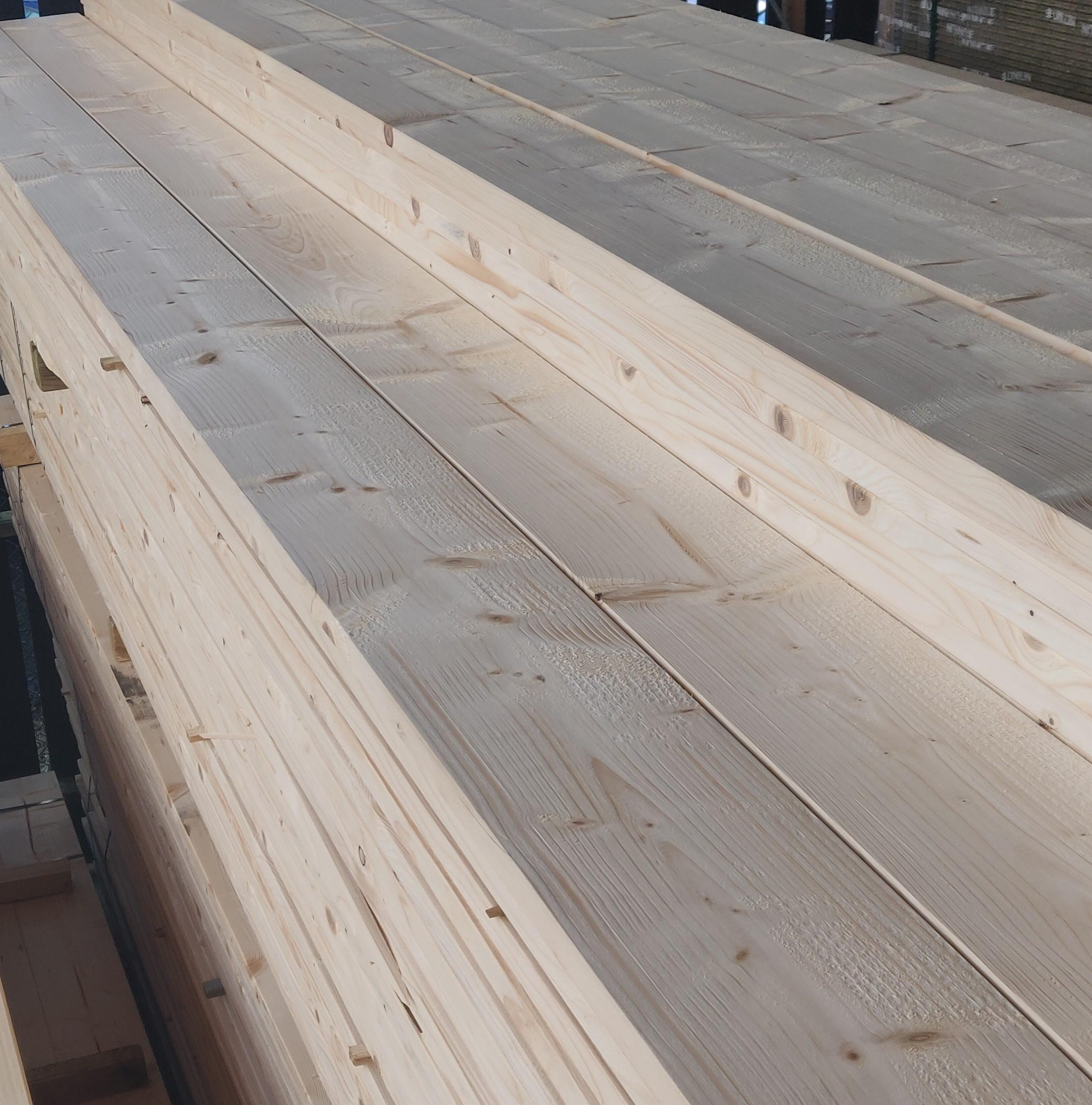 Gedroogd en geschaafd steigerhout